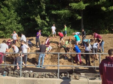 LHS fall sports teams gather for community service