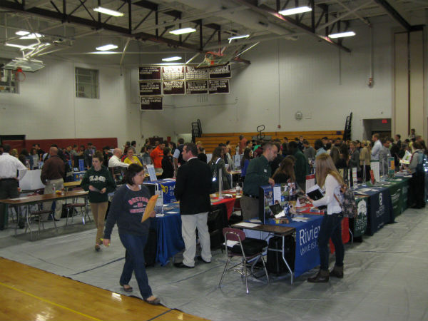LHS hosts college fair