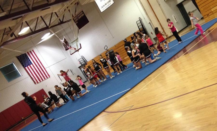 LHS+varsity+cheerleaders+host+a+cheer+clinic