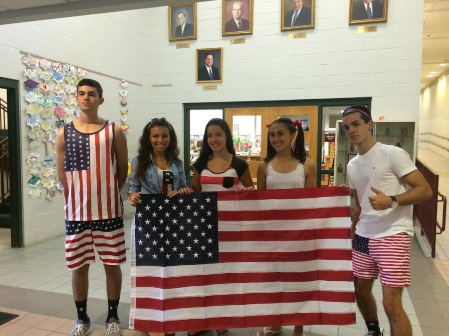 Seniors pose in red, white, and blue before it was announced that they came in second place to the freshmen. From left to right: Devin Senerchia, Brooke Dias, Lia Fiahlo, Samantha Van Wart. and Max Casagrande.