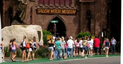 Class of 2019 plans halloween field trip to Salem